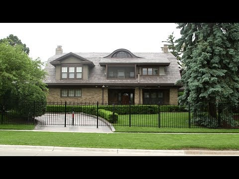 Warren Buffett lives in a modest $652K house